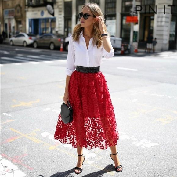 0c9452293d H&M Dresses & Skirts - H&M red lace midi skirt